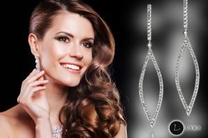 Plesové šaty a šperky k sobě neoddělitelně patří. Nádherné luxusní šperky, které si může dovolit každá z nás, najdete v sortimentu e-shopu Lyra-sperky.cz.