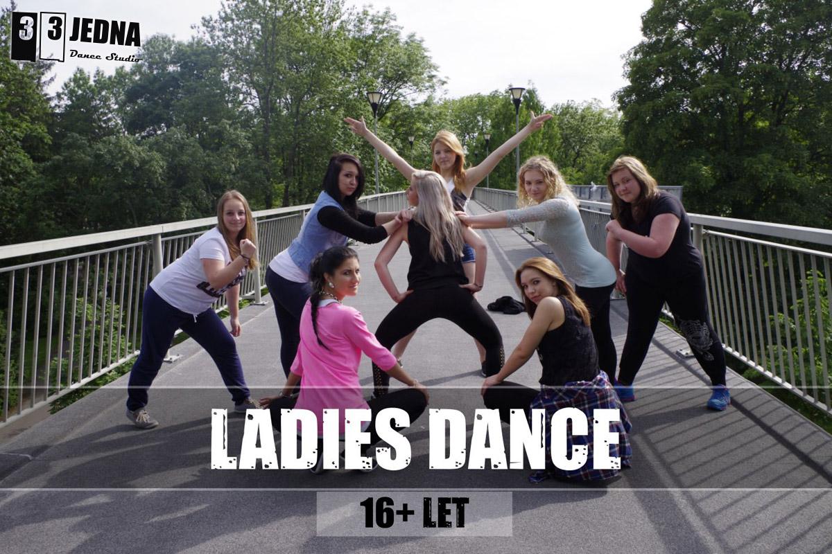 Taneční kurz pro dívky vám pomůže osvojit si moderní styly tance.