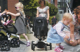 """První trendy """"vůz"""", který vaše dítě v životě vlastní, je kočárek. Proč mu jej tedy nedopřát v perfektním designu a s dokonalou výbavou?"""