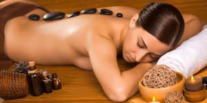 Bolí vás doslova celý člověk? Jste v psychické nepohodě? Dopřejte si masáž. Klidně přímo u sebe doma – díky službě mobilní masáže Praha FyzioDomu.