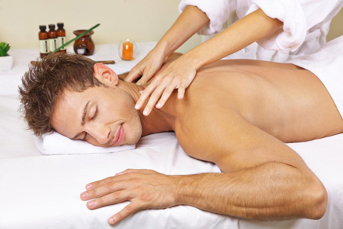 Masáže doma jsou nejideálnější. Před masáží si nahřejte tělo v horké sprše a po masáži v klidu dlouho odpočívejte.