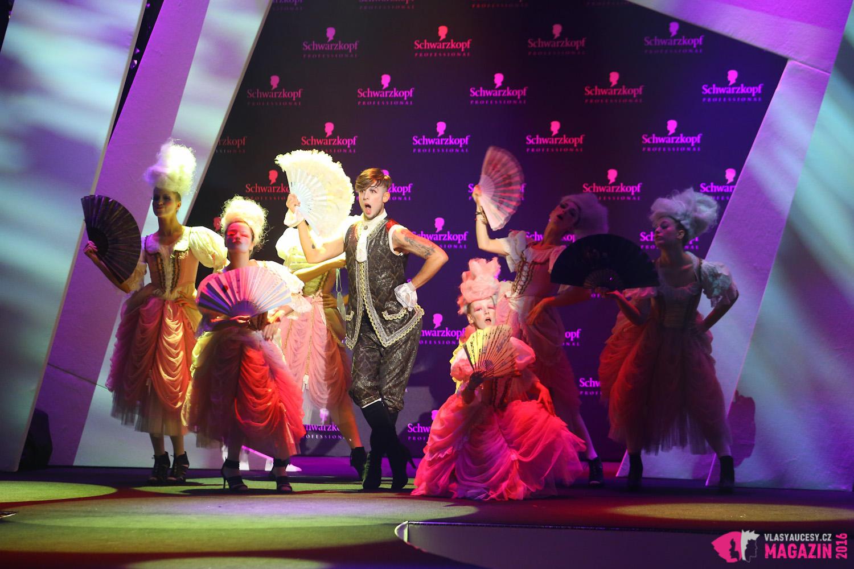 Kadeřnické umění se v rámci slavnostního galavečera objevilo už u úvodního tanečního vystoupení Filipa Jankoviče a jeho skupiny FJUnit na rokokových parukách tanečníků.