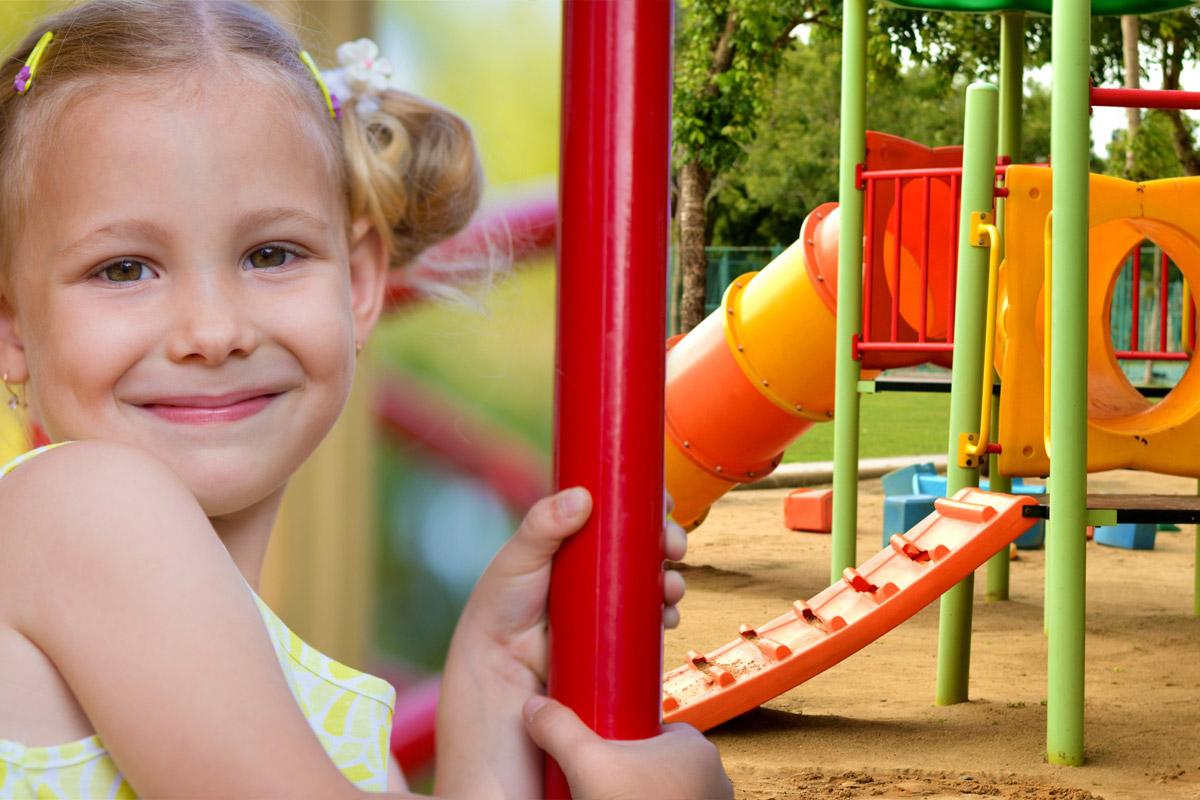Dětská hřiště děti milují a pro rodiče je to zábava pro děti, která nic nestojí.
