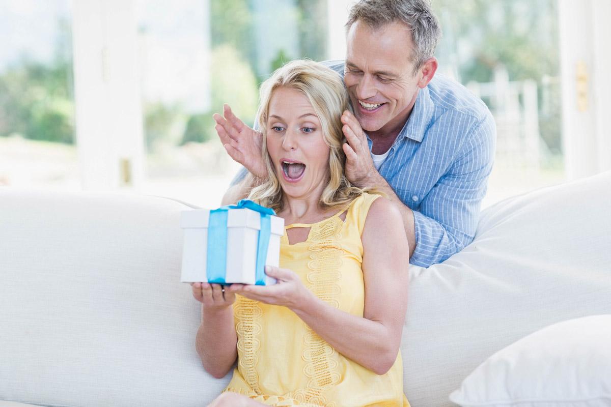 U dárku pro ženy si dejte pozor, abyste je neurazili, ale nebojte se je rozesmát.