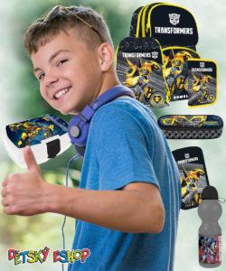 """Rodiče jsou často v šoku, jaký """"náklad"""" musí do školy jejich ratolesti nosit. Dbejte proto alespoň na to, aby jste jim pořídili skutečně lehký školní batoh nebo aktovku."""