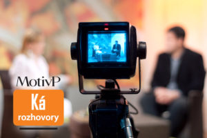 Agentura Motiv P jezdí po různých konferencích, veletrzích, přednáškách a akcích a dává prostor na kameru říct pár zajímavostí lidem, kteří mají co říct. Mnohé z nic dobře znáte.