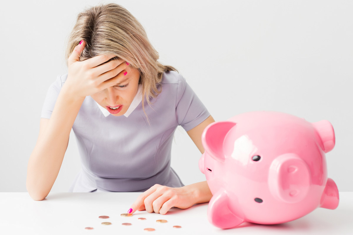 Když dojde finanční rezerva i v prasátku, pomůže rychlá půjčka do výplaty. Chytře zvolená mikro půjčka vás dokonce nemusí stát ani korunu navíc.