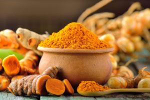 Kurkumin je účinnost látkou, kterou obsahuje kořen známé byliny kurkumy dlouhé. Snad nejznámější je jeho použití jako nezávadného přírodního barviva a třeba jako součást kari koření.