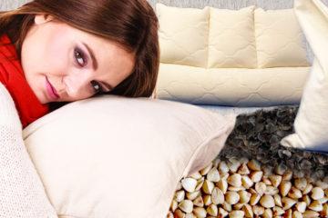 Od bolesti krční páteře a s nimi souvisejících bolestí hlavy nebo dokonce migrény, umí pomoci anatomické pohankové polštáře.