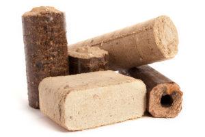 Dřevěné brikety se dodávají v různých specifických tvarech a z různých směsí. Některé se hodí na noční topení nebo třeba k uzení.