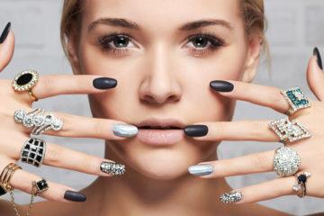 Zejména pokud kupujeme prstýnek jako dárek, potýkáme se často s problémem, jak změřit velikost prstenu. Víme, jak na to!
