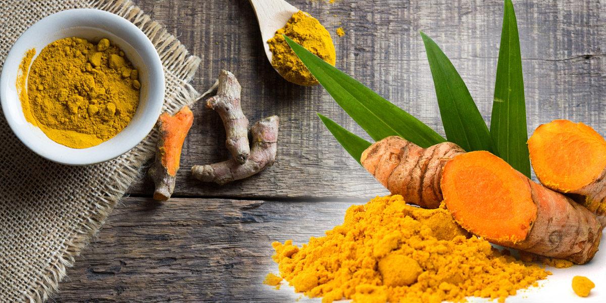 Typické žluté koření, kurkuma, má své neodmyslitelné místo v indické kuchyni. Exotická vůně i chuť ale není to jediné, co nabízí.