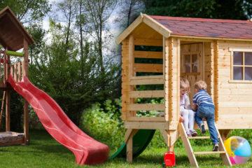 Dětské domečky a hřiště na zahradě budou vaše děti milovat.