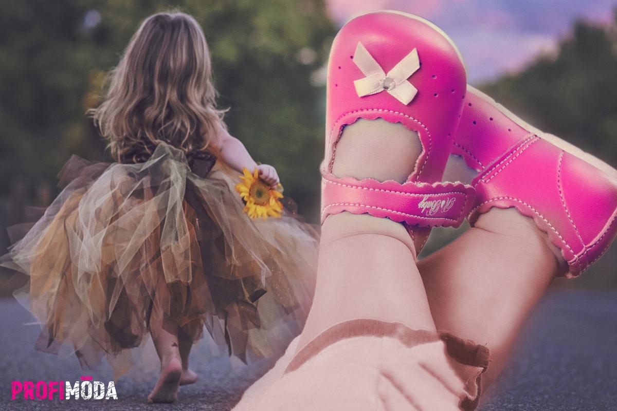 Nákupu bot pro první dětské krůčky je třeba věnovat mimořádnou pozornost. Největší sortiment dětských bot najdete na internetu a vyzkoušíte si je pohodlně doma. Pokud nepadnou, vrátíte je.