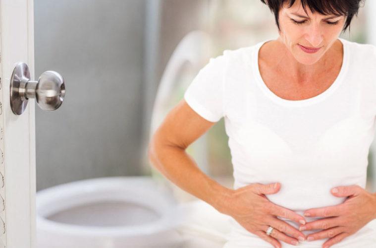 Průjem značí, že s tělem není něco v pořádku. Příčinou může být výběr jídla, infekce, nebo se může jednat o varování před závažnou chorobou trávicího traktu. Jak se s průjmem rychle vypořádat v klidu domova a kdy už vyrazit na prohlídku k lékaři?