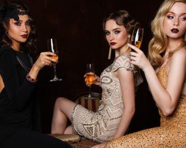 Přichází čas šatů – dlouhých i krátkých, vždy však krásných. Společenské šaty 2018/2019 pro večírky, party, plesy i do divadla jsou tady.