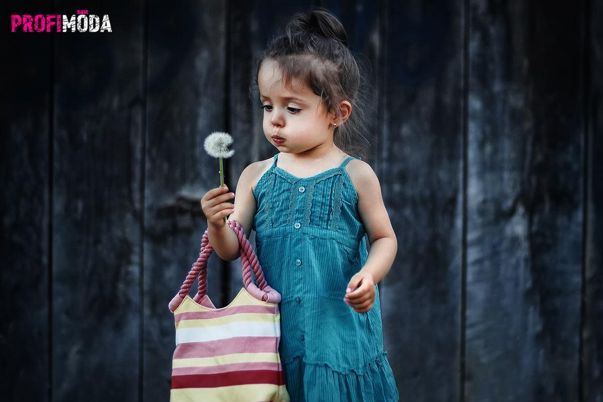 Dětské oblečení je hitem online bazarů.