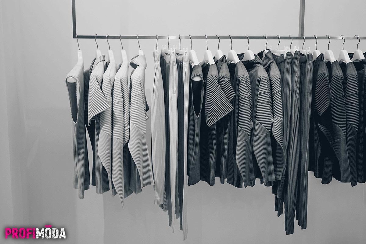 Dejte dohromady své nápady na fashion kolekci, nakupte látku, vytáhněte šicí stroj a zkuste své návrhářské touhy konečně proměnit v realitu.