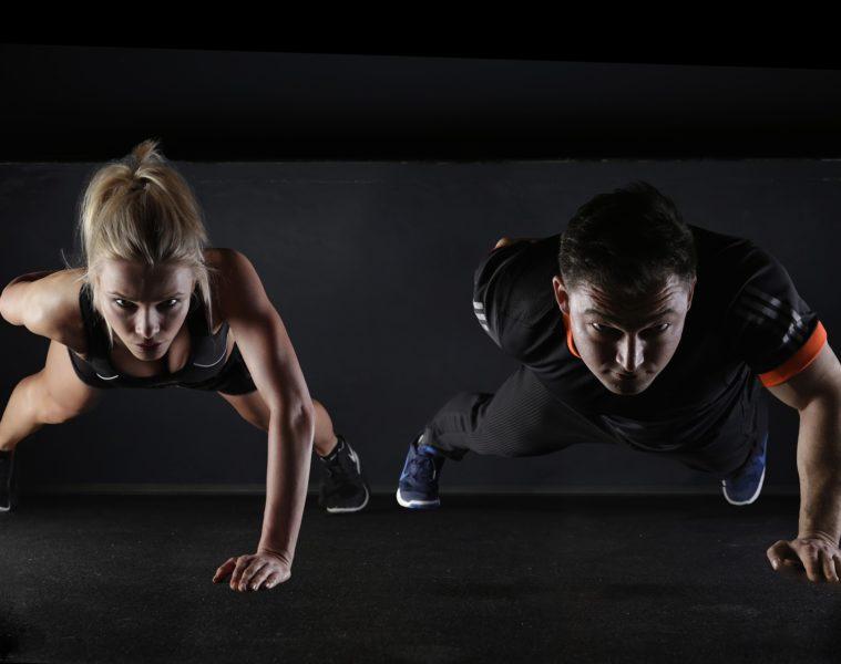 Obezitou je ohrožena téměř pětina Čechů, hůř si vedou muži. Ženy sice nepatrně méně sportují, zato víc dbají na zdravé stravování. Jaro láká k pohybu venku, ne všechny sporty však svědčí každému. Jaké aktivity nejlépe padnou dětem, mužům, ženám, lidem s nadváhou nebo hubeňourům? Podívejte se nejen na rozdíly muži versus ženy.