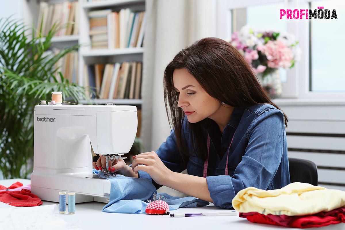 Šicí stroj by měl být součástí vybavení každé domácnosti. Pokud se ale chcete pustit do šití úpletů, k běžnému šicímu stroji si raději pořiďte i overlock a coverlock.