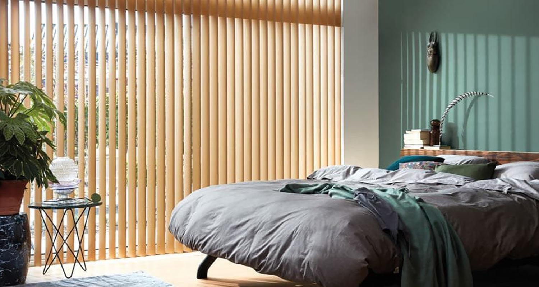 Minimalistické vertikální žaluzie ideální k zastínění interiéru
