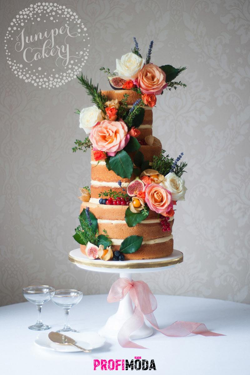 Nahé svatební dorty letí. Nově jsou téměř druhou svatební kyticí. Tak bohatě jsou totiž zdobeny květinami.