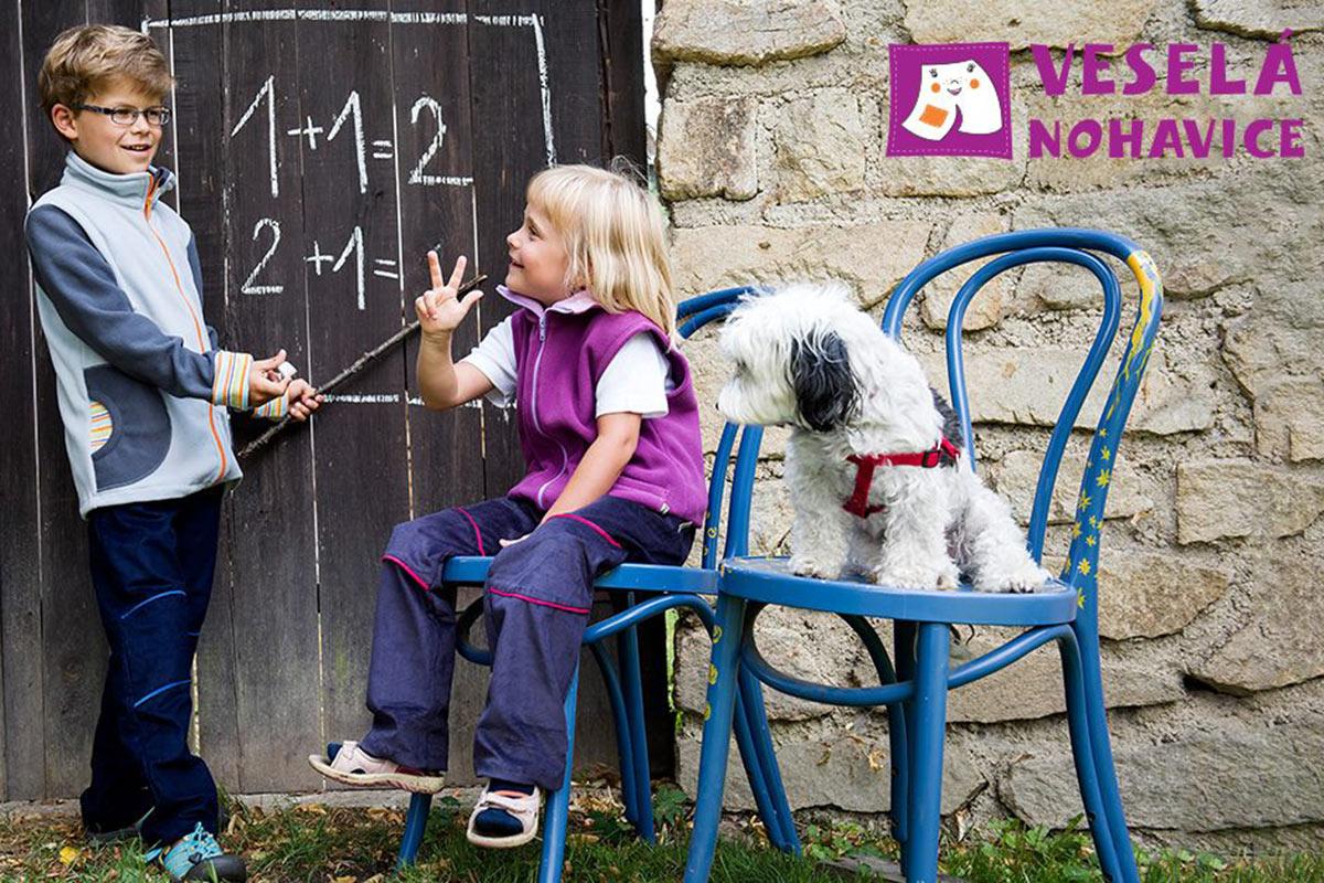 Dětské oblečení musí nejen dobře vypadat, ale být i praktické a odolné.