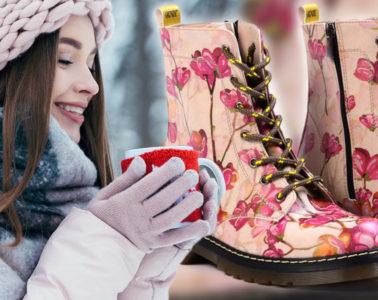 Zima ještě pořádně nezačala a je tak dost času vylepšit obsah našeho botníku. Zdá se vám, že letos v módě poněkud pokulháváte? Podívejte se na trendy zimní obuv 2020 a sáhněte po stylu a značkách, jež se nosí, a díky kterým se vám všichni začnou koukat na nohy.